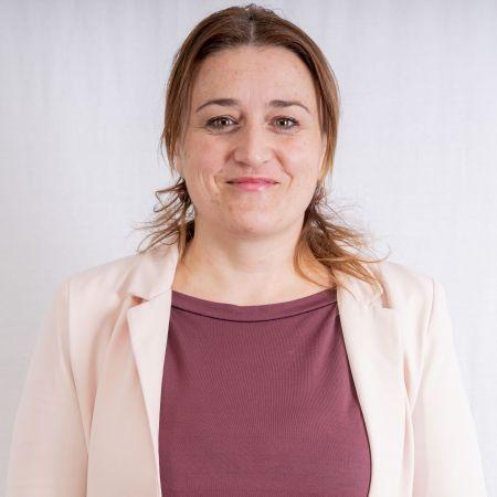 Elona Rira - Gjermanisht dhe Drejtore e Shkollës.jpg